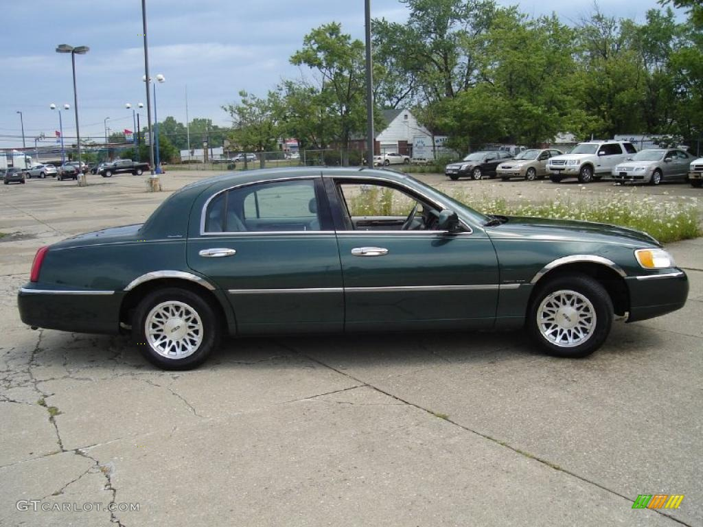 1999 dark satin green metallic lincoln town car signature 32855867 photo 6. Black Bedroom Furniture Sets. Home Design Ideas