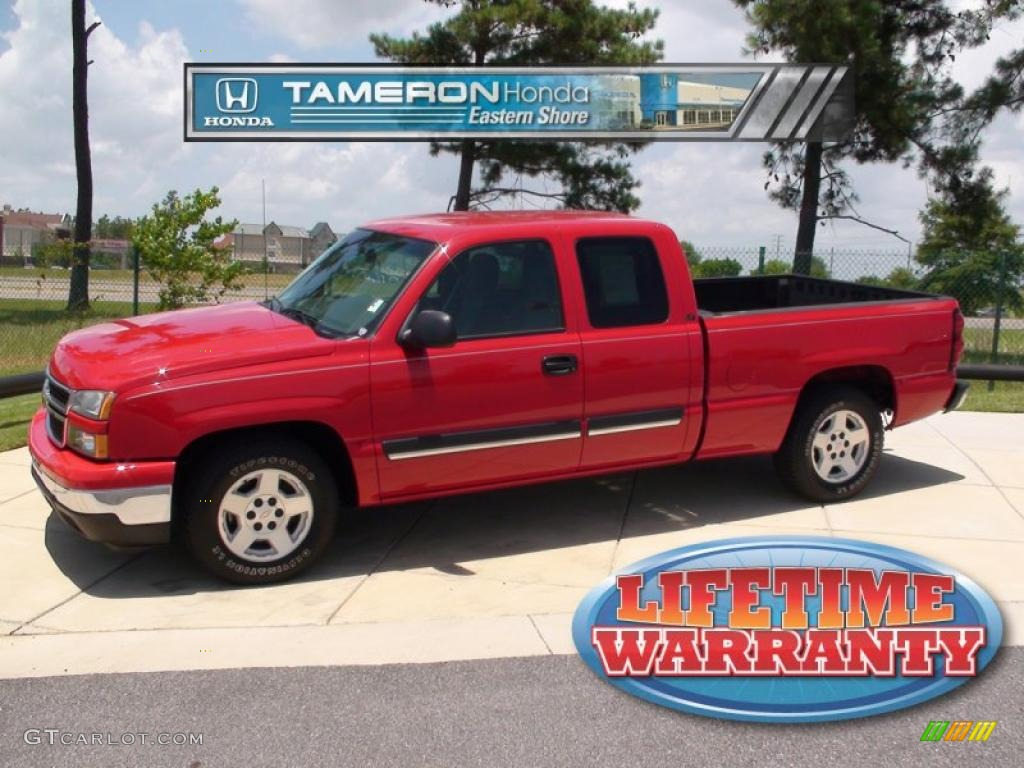 2006 Silverado 1500 LS Extended Cab - Victory Red / Medium Gray photo #1