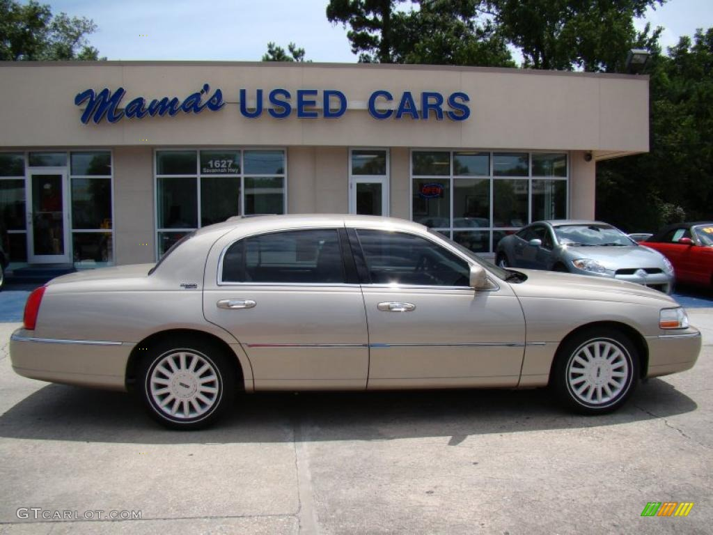 2005 lincoln town car sedan prices reviews. Black Bedroom Furniture Sets. Home Design Ideas