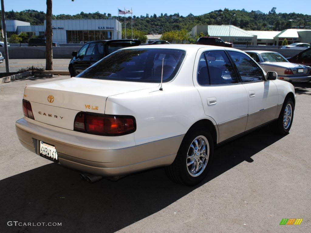 1996 Camry LE V6 Sedan   Super White / Beige Photo #7