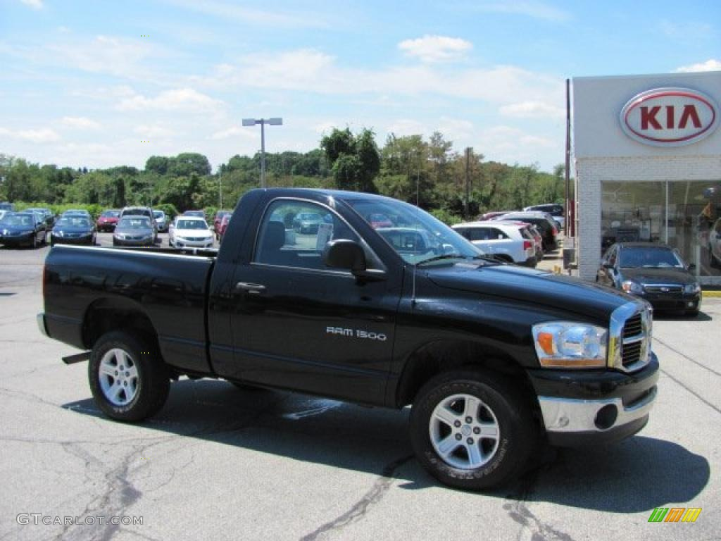 2006 Ram 1500 SLT Regular Cab 4x4 - Black / Medium Slate Gray photo #1