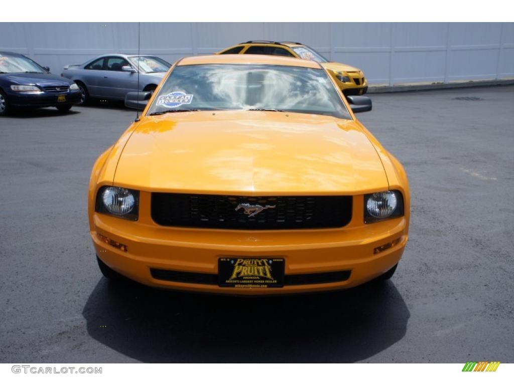 2007 Mustang V6 Premium Coupe - Grabber Orange / Dark Charcoal photo #4