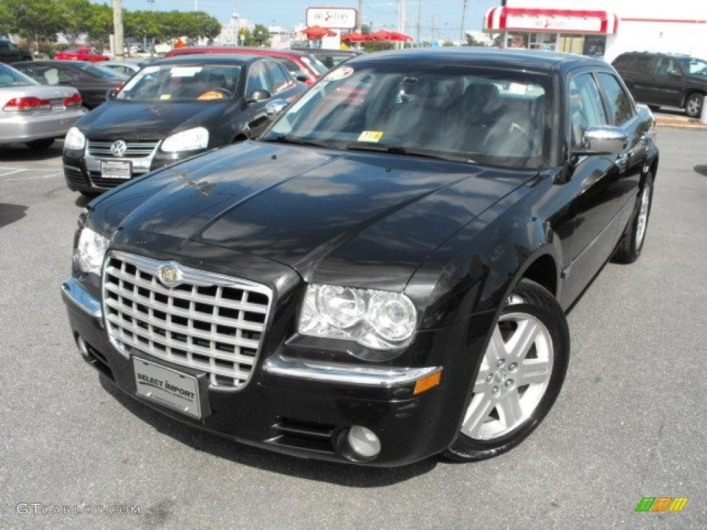 2005 300 C HEMI AWD - Brilliant Black Crystal Pearl / Dark Slate Gray/Medium Slate Gray photo #1