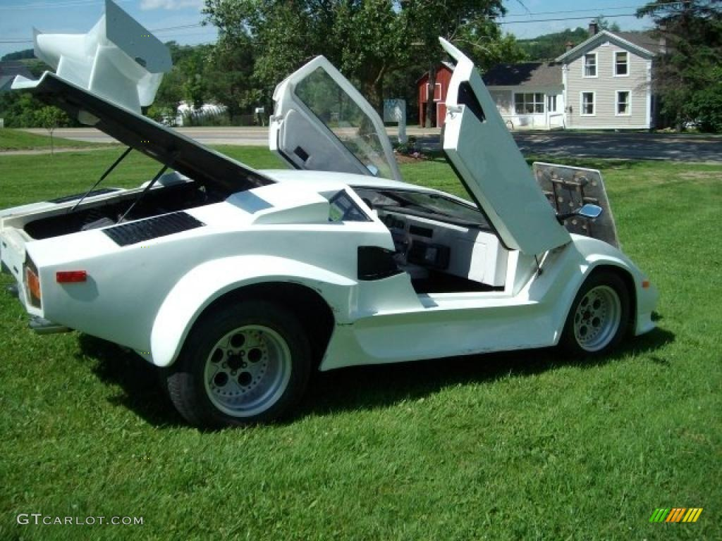 1985 White Pontiac Fiero Lamborghini Kit Car 33882184