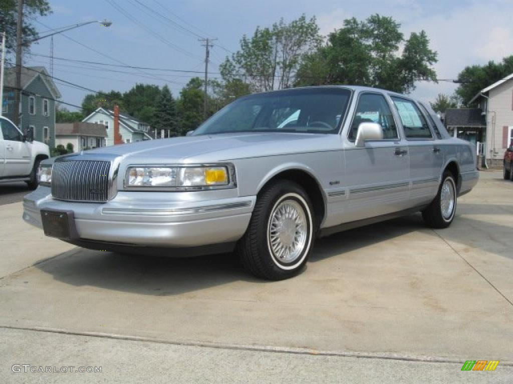 1997 silver frost pearl metallic lincoln town car signature 33936157 car color. Black Bedroom Furniture Sets. Home Design Ideas