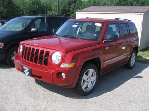 2010 jeep patriot latitude 4x4 data info and specs. Black Bedroom Furniture Sets. Home Design Ideas