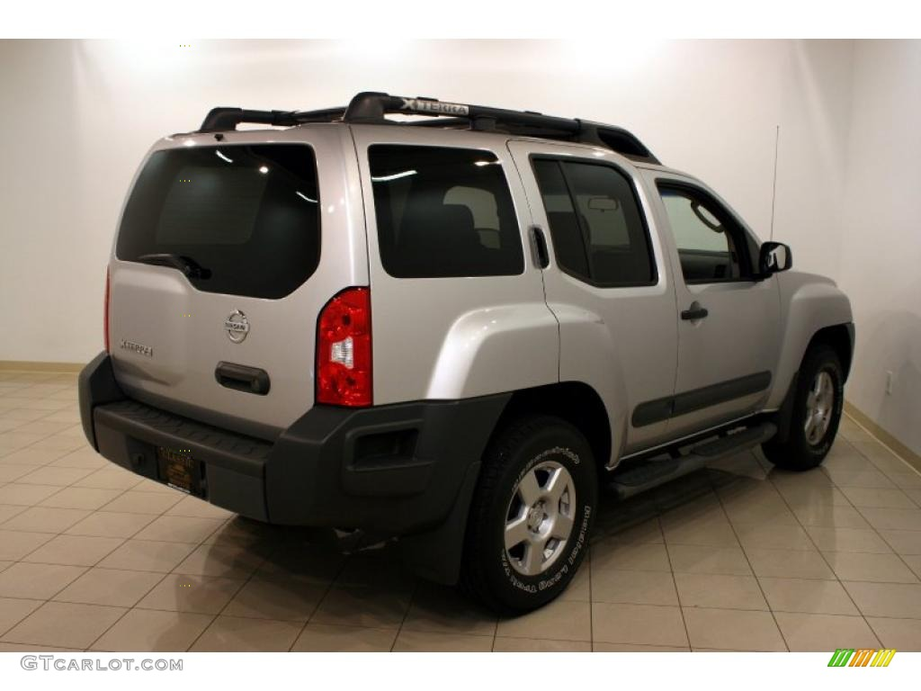 2005 silver lightning metallic nissan xterra s 4x4 35354565 photo 2005 xterra s 4x4 silver lightning metallic steelgraphite photo 7 vanachro Images