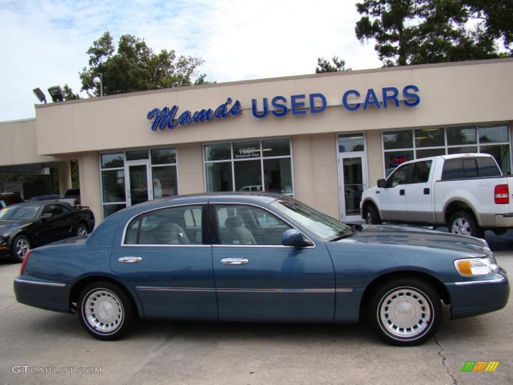 2001 Aqua Blue Lincoln Town Car Executive 35788990 Gtcarlot Com