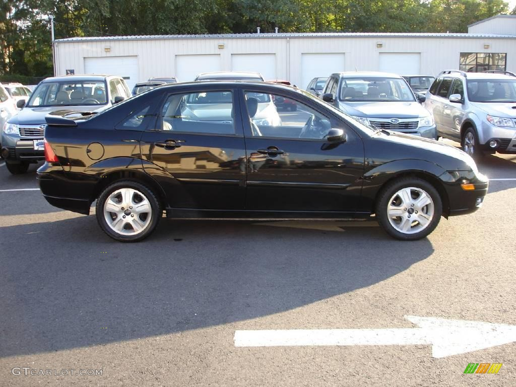 2005 Focus ZX4 ST Sedan - Pitch Black / Charcoal/Charcoal photo #2
