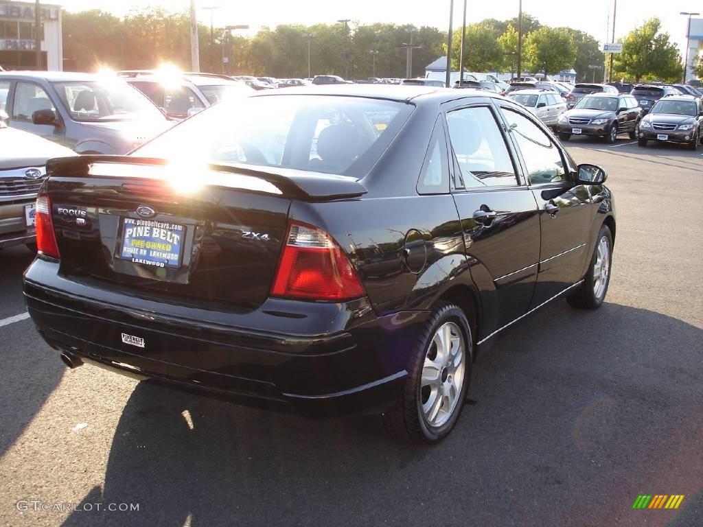 2005 Focus ZX4 ST Sedan - Pitch Black / Charcoal/Charcoal photo #3