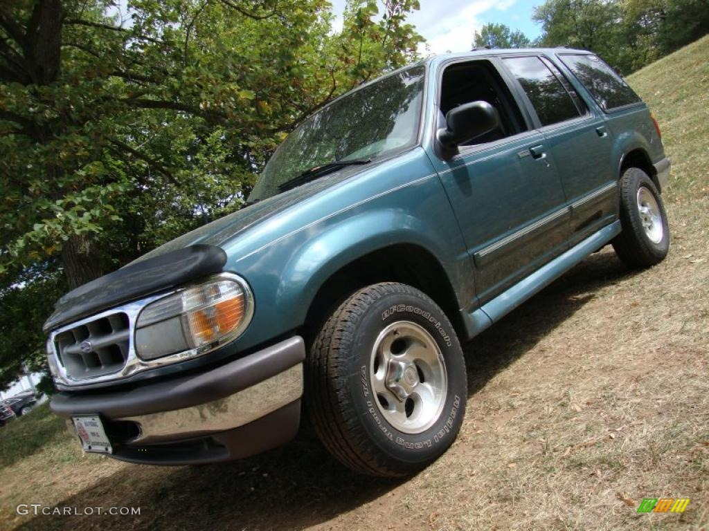 1997 Explorer XLT 4x4 - Medium Willow Metallic / Medium Graphite photo #1