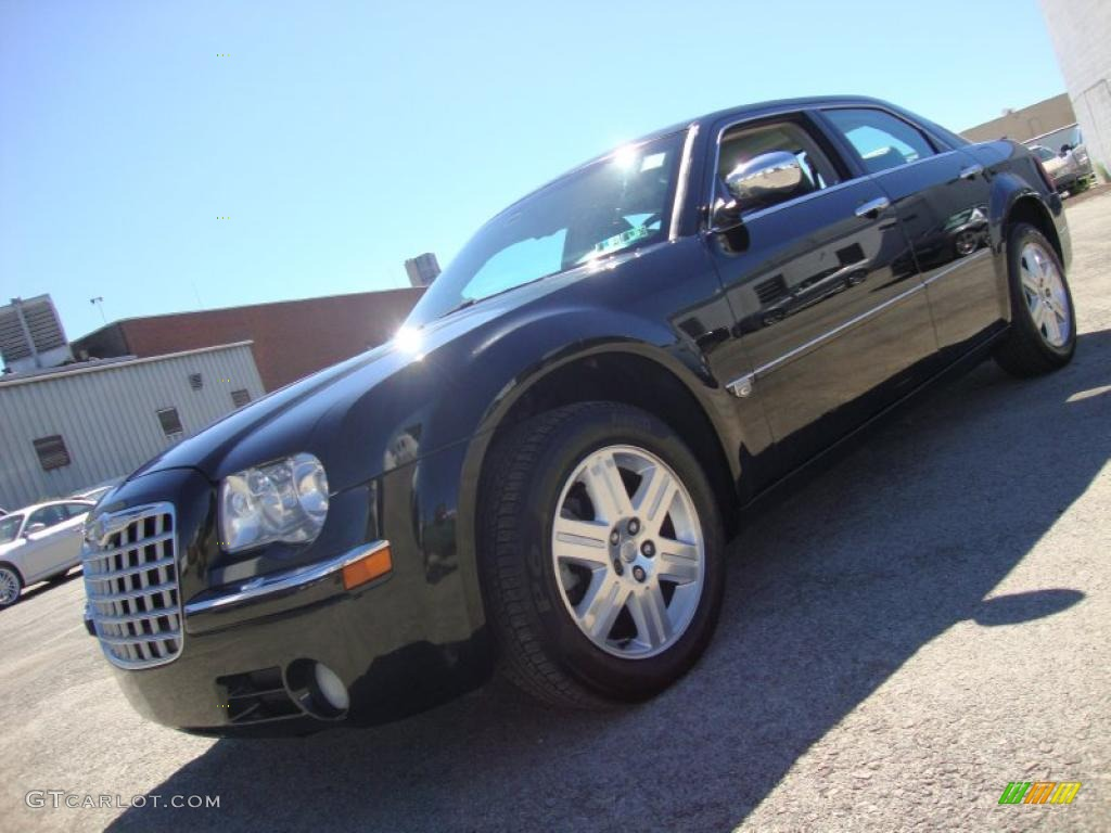 2005 300 C HEMI AWD - Brilliant Black Crystal Pearl / Dark Slate Gray/Light Graystone photo #1