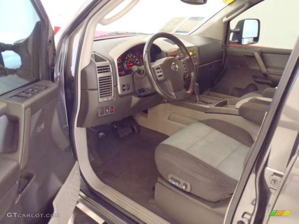 2004 smoke gray nissan titan se crew cab 4x4 36838206. Black Bedroom Furniture Sets. Home Design Ideas