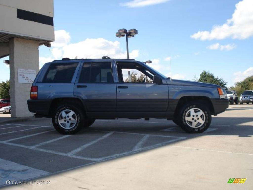 1995 medium blue pearl jeep grand cherokee laredo 4x4 37638130 photo 2 car. Black Bedroom Furniture Sets. Home Design Ideas