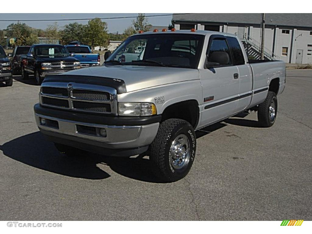 1999 Bright Silver Metallic Dodge Ram 2500 Slt Extended