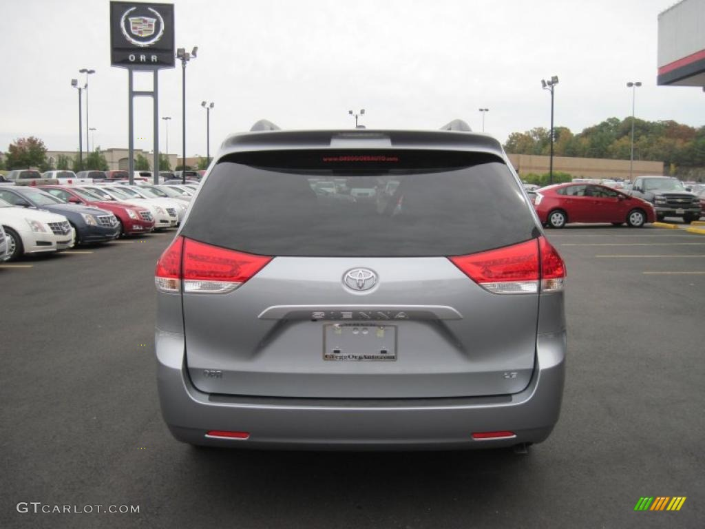 2011 Sienna LE - Silver Sky Metallic / Light Gray photo #4