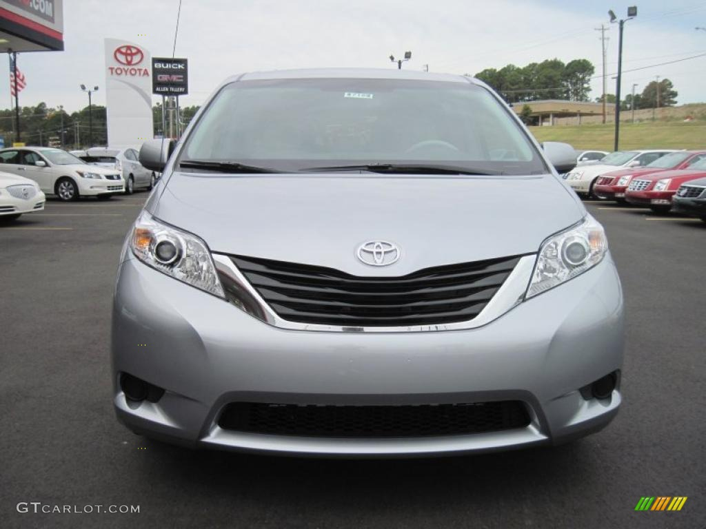 2011 Sienna LE - Silver Sky Metallic / Light Gray photo #8