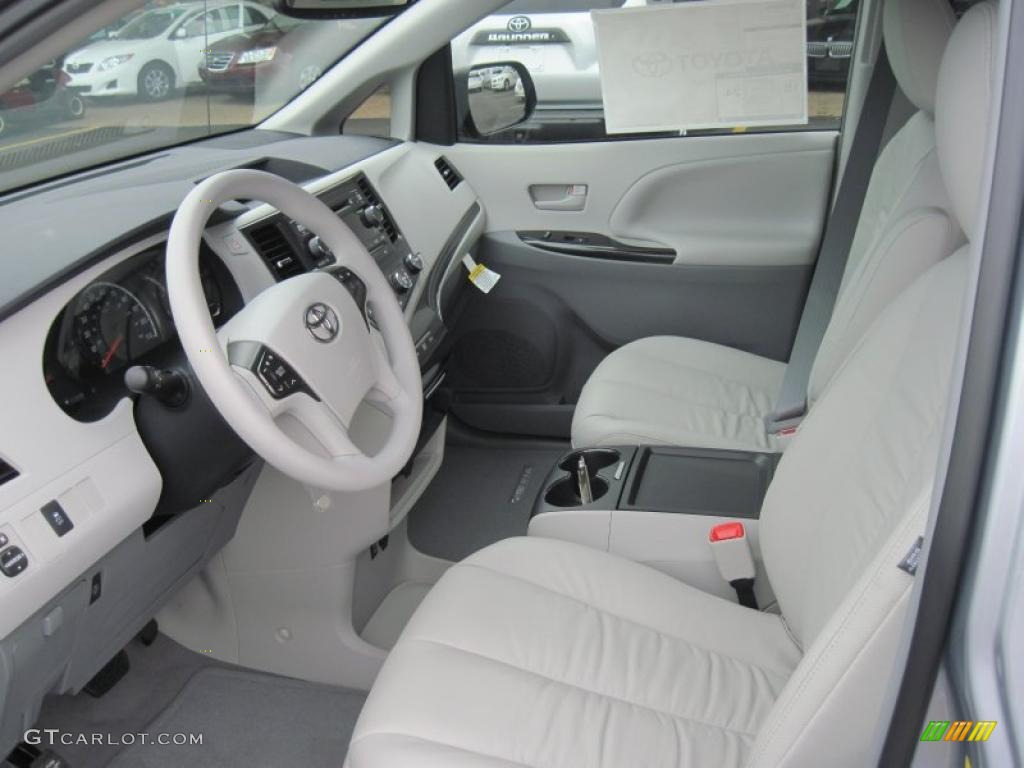 2011 Sienna LE - Silver Sky Metallic / Light Gray photo #13