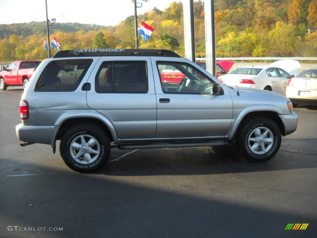 Chrome silver metallic 2002 nissan pathfinder se 4x4 exterior photo 37929922