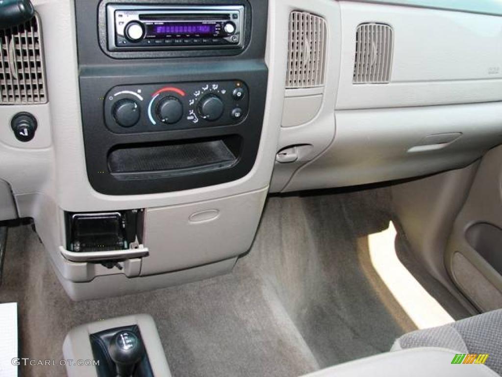 2002 Ram 1500 SLT Quad Cab 4x4 - Bright White / Taupe photo #9