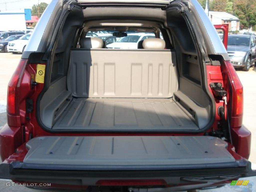 2004 gmc envoy xuv slt 4x4 trunk photo 38109731