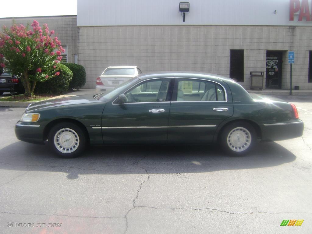 1999 Dark Satin Green Metallic Lincoln Town Car Executive 38077352
