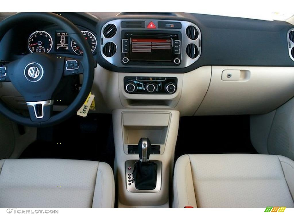 Sandstone Interior 2011 Volkswagen Tiguan Se Photo
