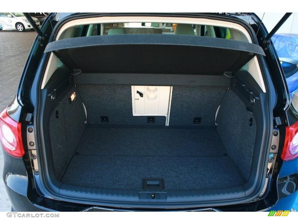 2011 Volkswagen Tiguan SE Trunk Photo #38148423 | GTCarLot.com
