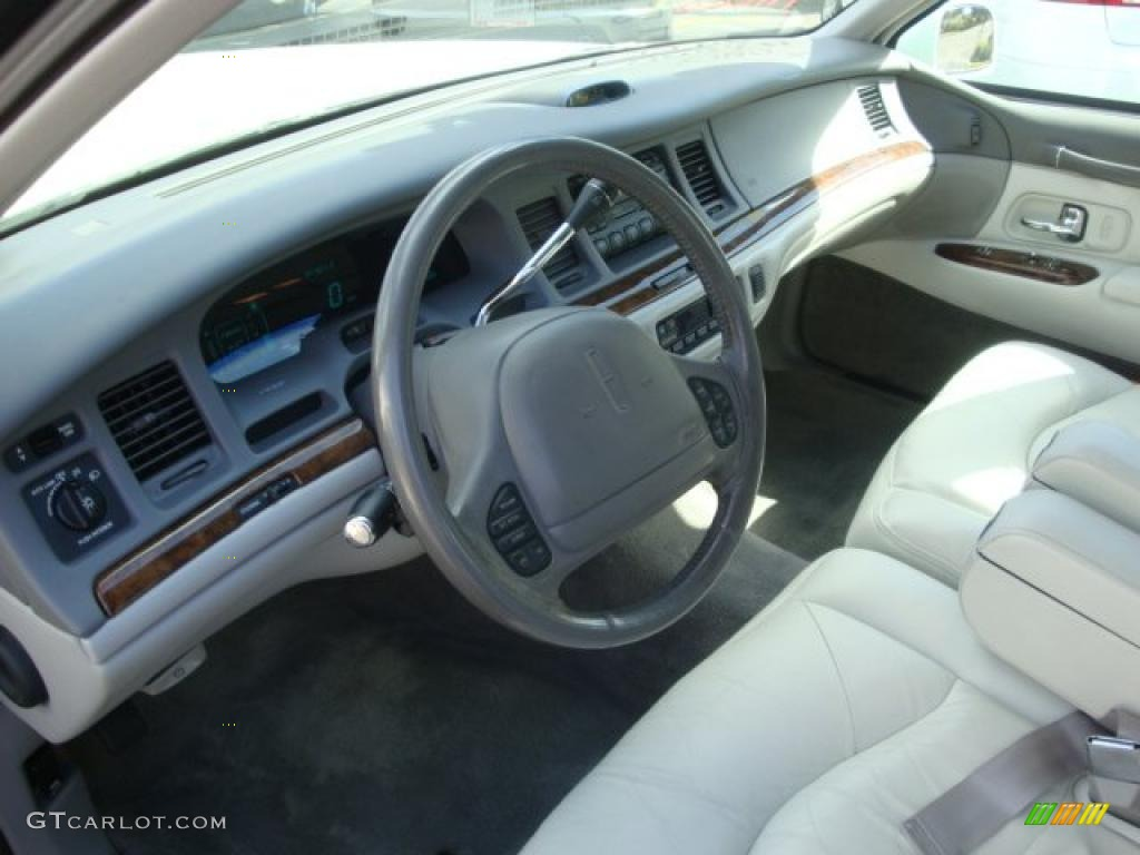 Beige Interior 1997 Lincoln Town Car Signature Photo 38237603