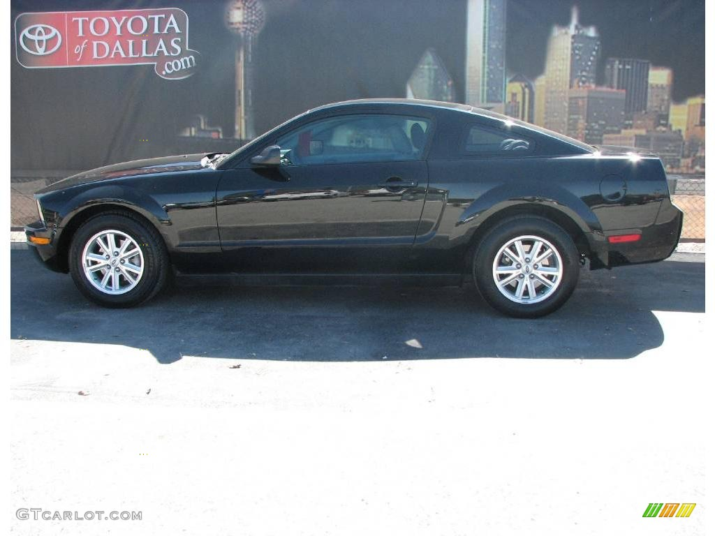 2007 Mustang V6 Deluxe Coupe - Black / Light Graphite photo #1