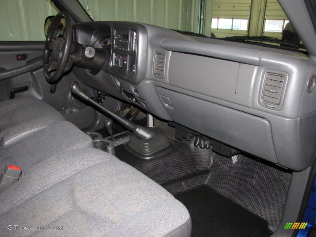Dark Charcoal Interior 2004 Chevrolet Silverado 1500 LS Regular Cab 4x4  Photo #38389447