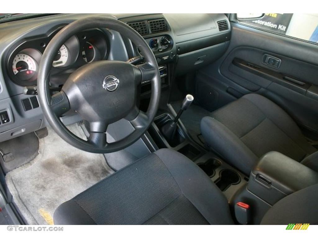 Gray Interior 2004 Nissan Frontier Xe King Cab Photo 38409520