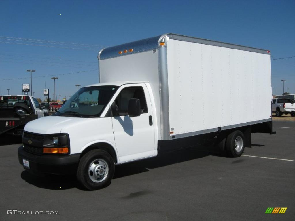 Summit white 2010 chevrolet express cutaway 3500 commercial moving van exterior photo 38442356
