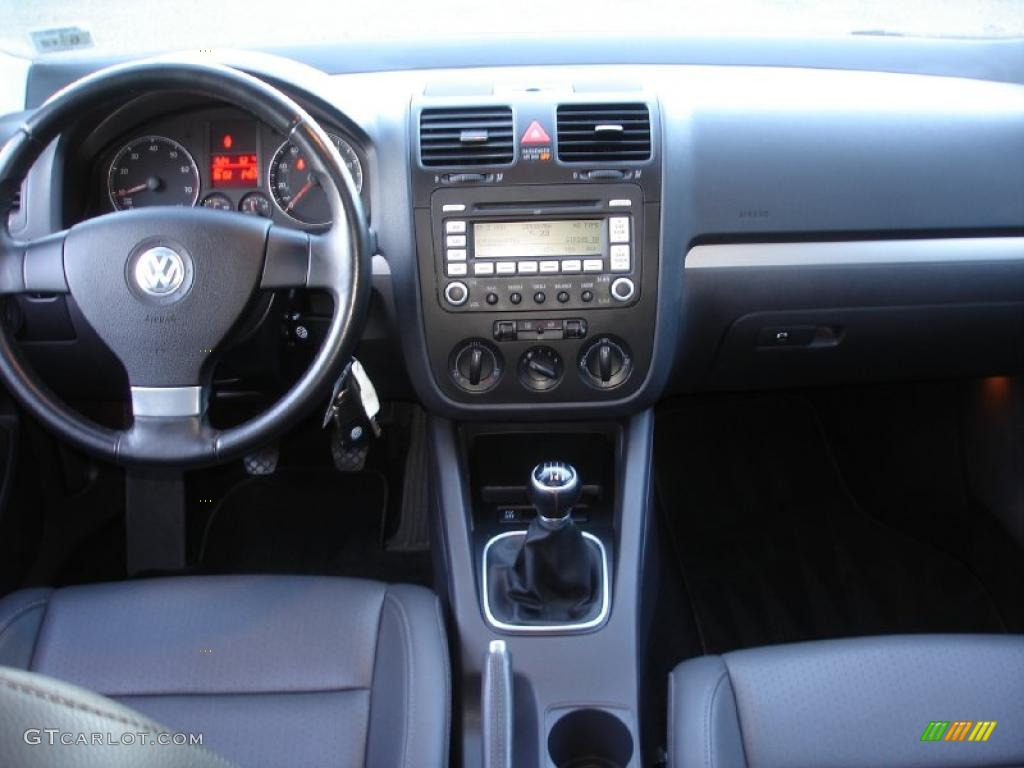 2008 volkswagen jetta sedan wolfsburg edition full. Black Bedroom Furniture Sets. Home Design Ideas