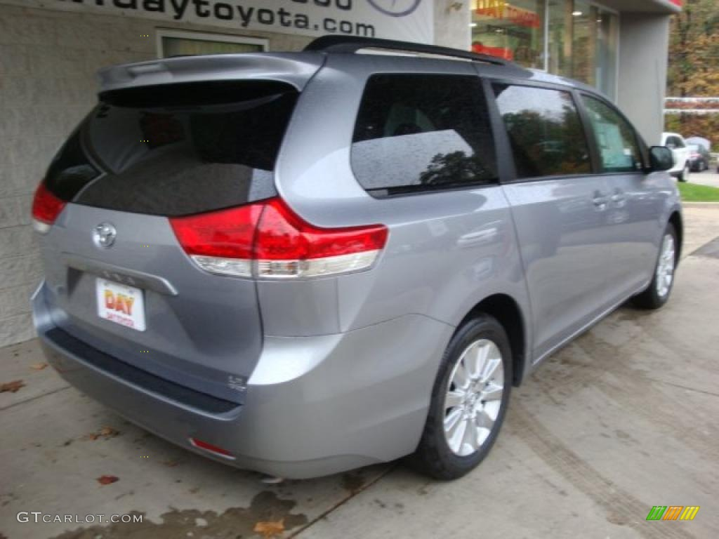 2011 Sienna LE AWD - Silver Sky Metallic / Light Gray photo #2