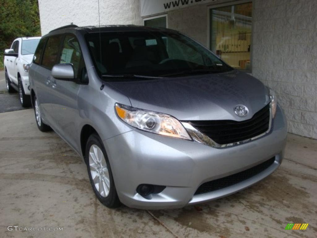 2011 Sienna LE AWD - Silver Sky Metallic / Light Gray photo #6