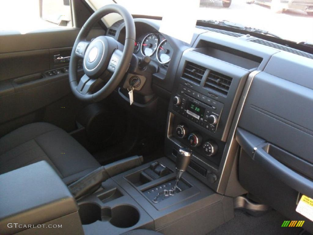 dark slate gray interior 2011 jeep liberty sport 4x4 photo. Black Bedroom Furniture Sets. Home Design Ideas
