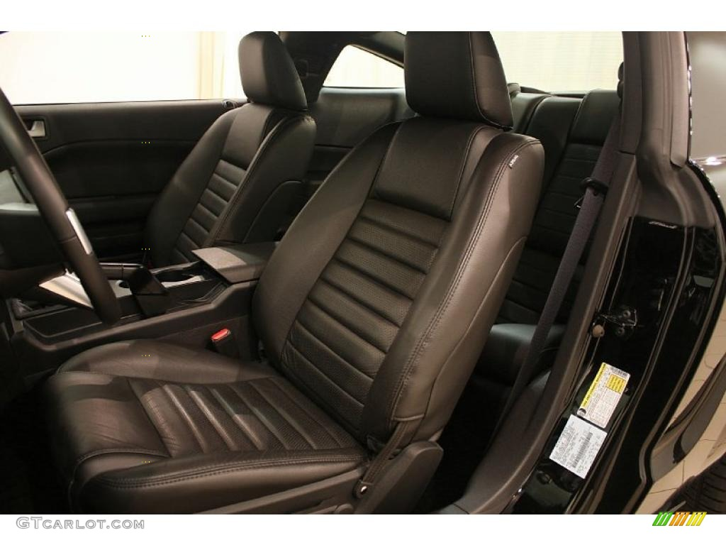 Dark Charcoal Interior 2006 Ford Mustang GT Premium Coupe Photo #38696286