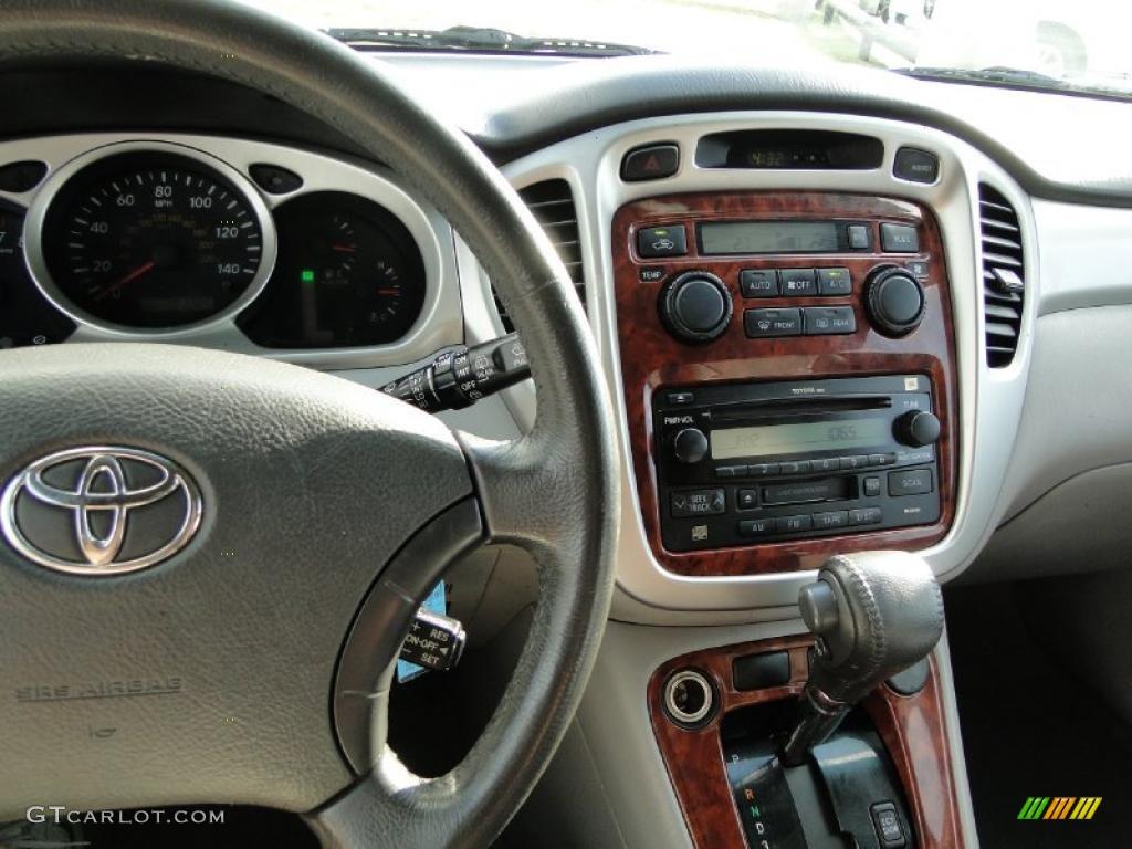 2004 Toyota Highlander Limited V6 Controls Photo 38742744