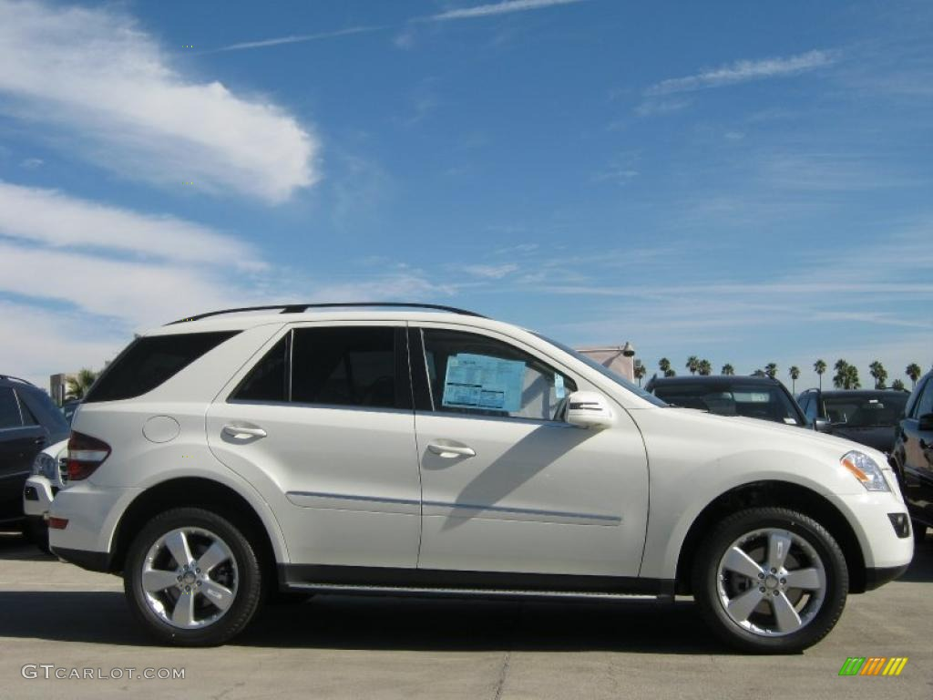Arctic white 2011 mercedes benz ml 350 4matic exterior for Mercedes benz white paint