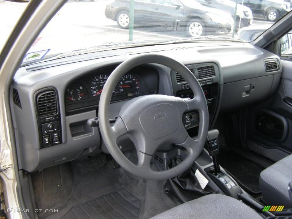 Gray Interior 1995 Nissan Pathfinder Xe 4x4 Photo