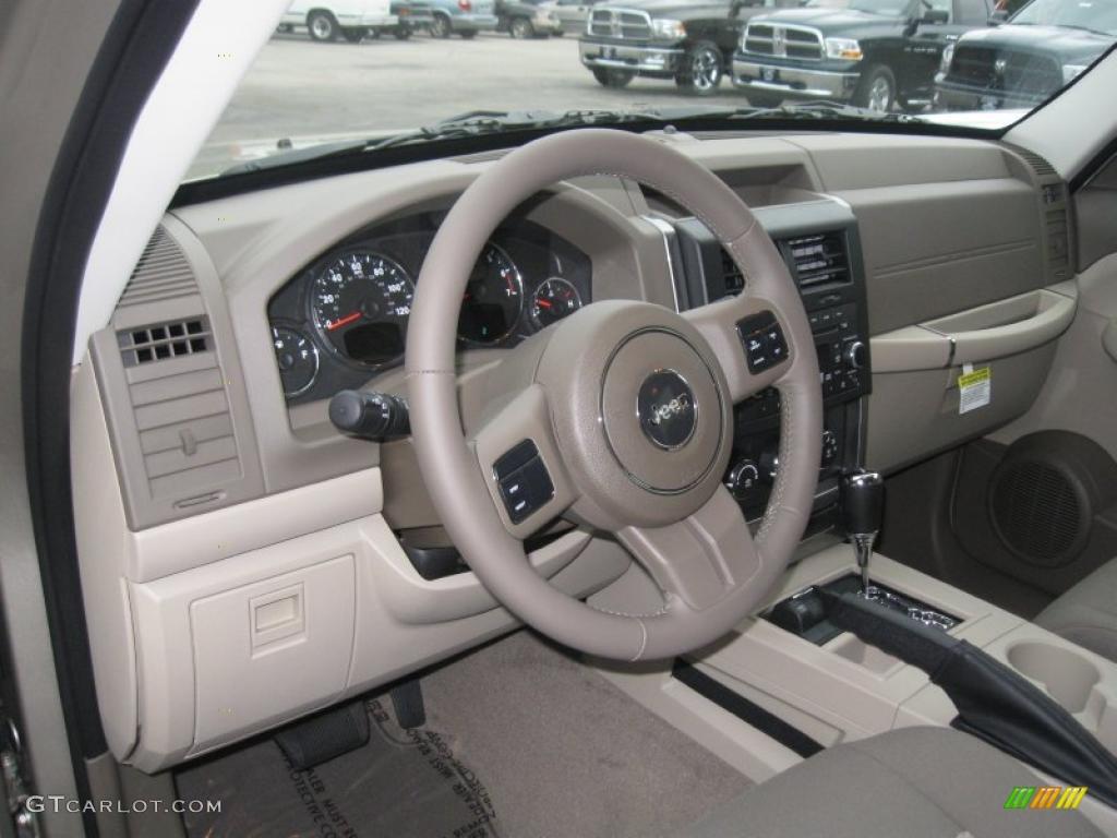 pastel pebble beige interior 2011 jeep liberty sport 4x4. Black Bedroom Furniture Sets. Home Design Ideas