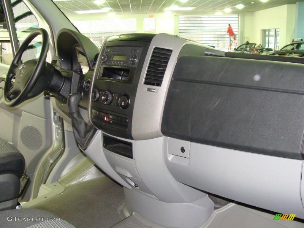 2010 Mercedes Benz Sprinter 2500 Passenger Van Interior Photo 38918594
