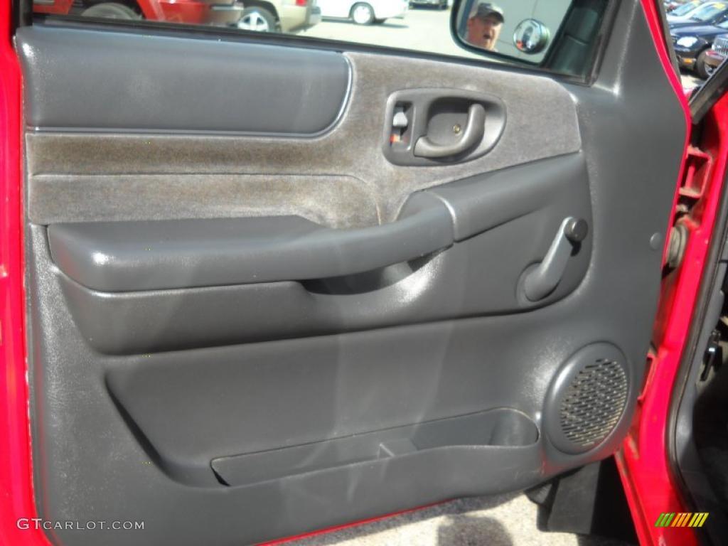 2001 chevrolet s10 ls extended cab 4x4 graphite door panel photo 38947570 for Chevy s10 interior door panels