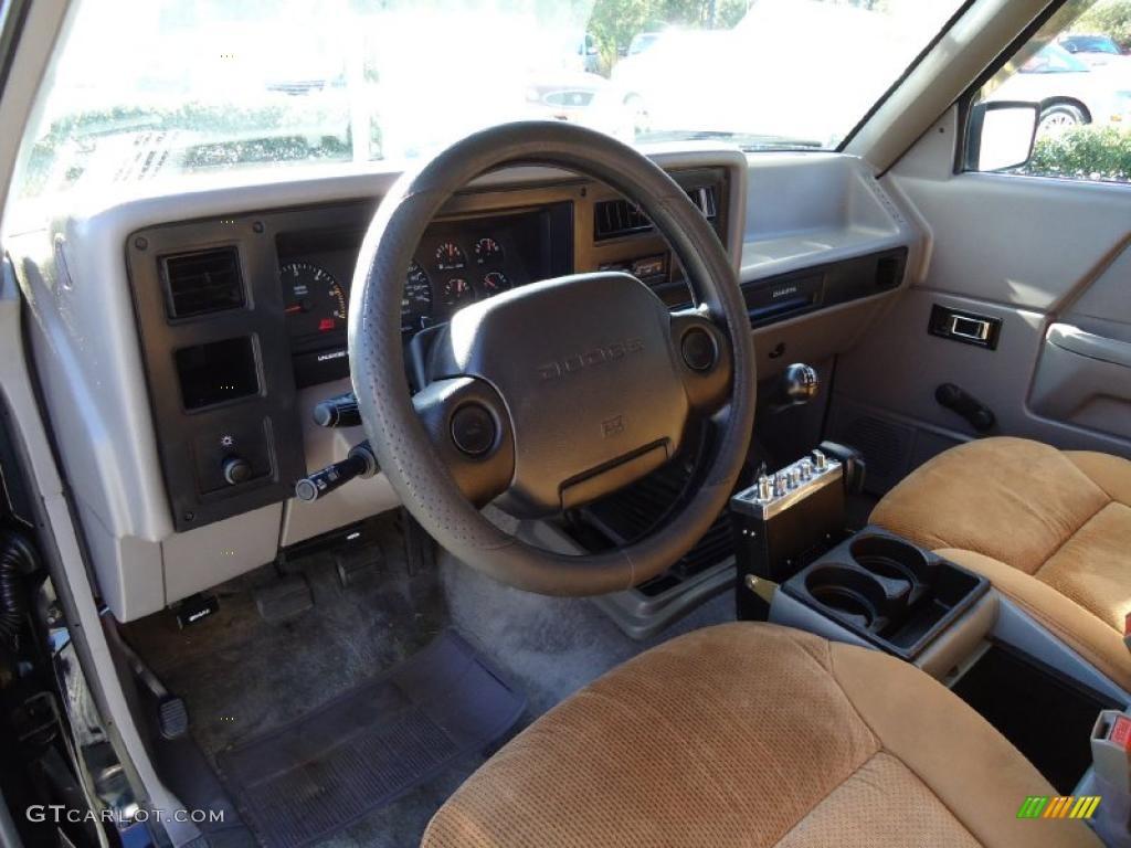 on Silver 2001 Dodge Dakota