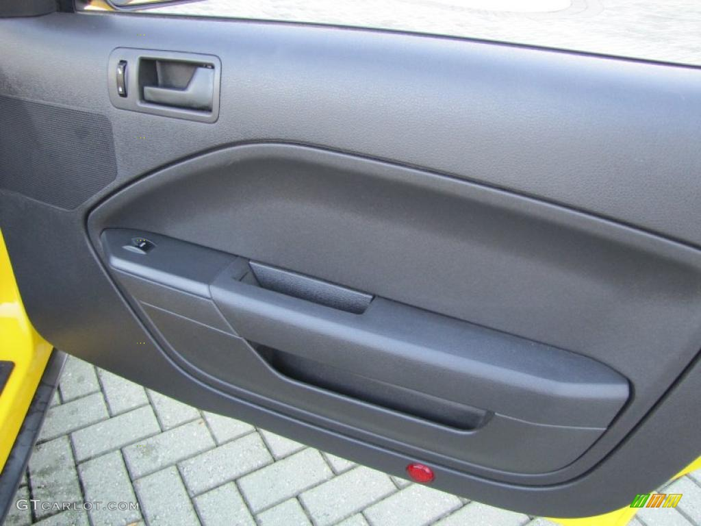 2006 Ford Mustang V6 Deluxe Convertible Dark Charcoal Door Panel Photo #38973016