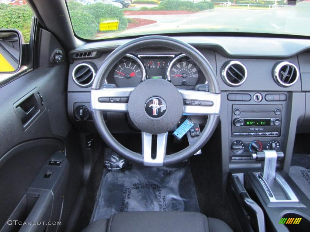 2006 Ford Mustang V6 Deluxe Convertible Dark Charcoal Dashboard Photo #38973060