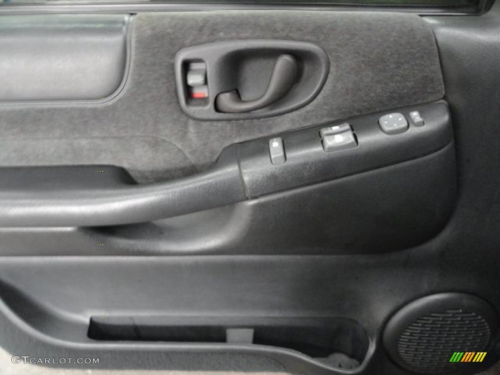 2001 Chevrolet S10 Ls Extended Cab 4x4 Medium Gray Door Panel Photo 38990409
