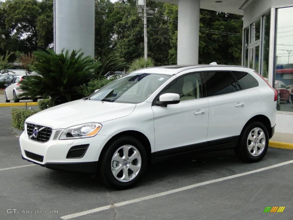 Crystal White Metallic Volvo Touch Up Paint