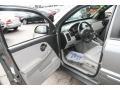 Light Gray Interior Photo for 2005 Chevrolet Equinox #39043239